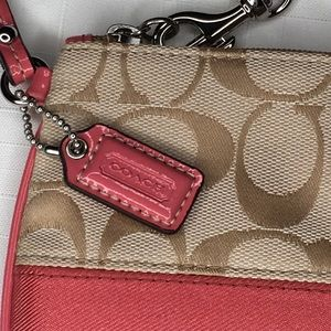 Coach Wristlet salmon pink with cream